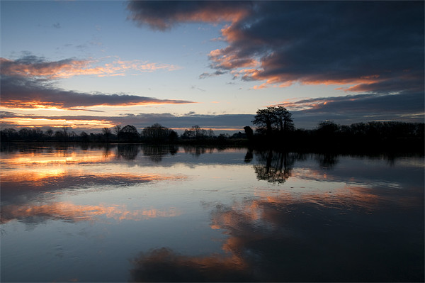 Sunrise on the River Trent Canvas print by Tracey Whitefoot