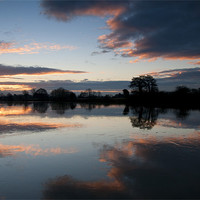 Buy canvas prints of Sunrise on the River Trent by Tracey Whitefoot